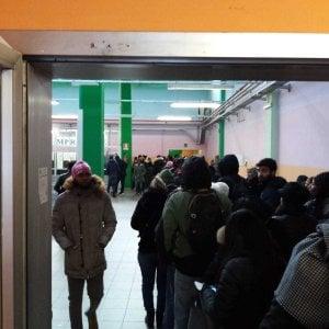 Torino, code di otto ore  agli uffici immigrazione della questura
