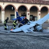 Ultraleggero cade nella piazza del paese, morto il pilota