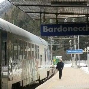Pendolari sui binari al freddo, sale d'attesa sbarrate sulla Torino-Bardonecchia
