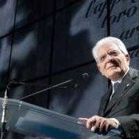 """Mattarella nel Giorno della Memoria: """"A Mondovì scritta ignobile, l'antisemitismo non è..."""