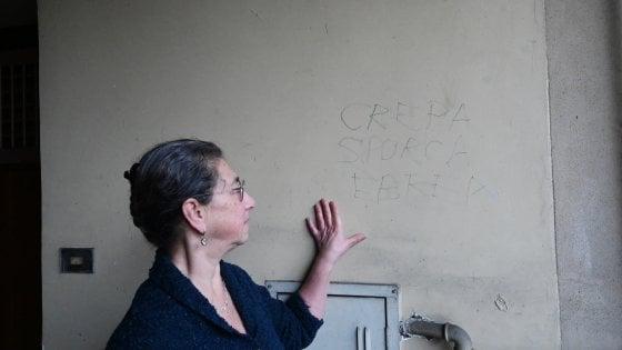 """Maria, la torinese dell'insulto antisemita: """"Ecco perché non cancellerò la scritta 'Crepa sporca ebrea'"""""""