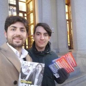 Biella, la Lega distribuisce volantini contro la ministra dell'Istruzione sulla tesi copiata