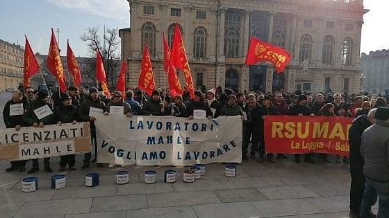 Torino, la Mahle ritira i licenziamenti dei 430 operai: chiederà un anno di cassa integrazione