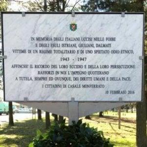 Vandalizzata la lapide che ricorda i morti delle foibe a Casale Monferrato
