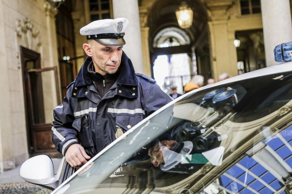 """Torino, la macchina """"sparamulte"""" da oggi in dotazione alla polizia municipale"""