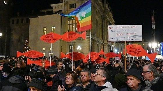 """""""Sardine tutte insieme oggi al Valentino, un bacione da Torino a Salvini"""""""