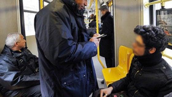 Verbania, autista del bus vende ai passeggeri biglietti falsi: denunciato