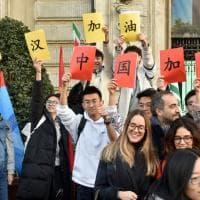 In piazza Castello la solidarietà con il popolo cinese