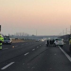 Scende dall'auto per controllare i danni, viene travolto e ucciso sulla Torino-Milano