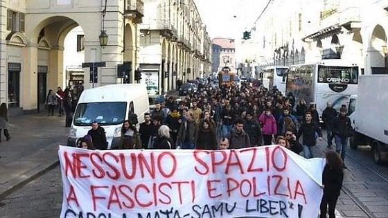 Torino, gli antagonisti occupano il Rettorato: lancio di uova, una finestra in frantumi