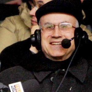 """Il cardinale Bertone: """"Io , tre papi e il calcio: Bergoglio forse il più appassionato"""""""