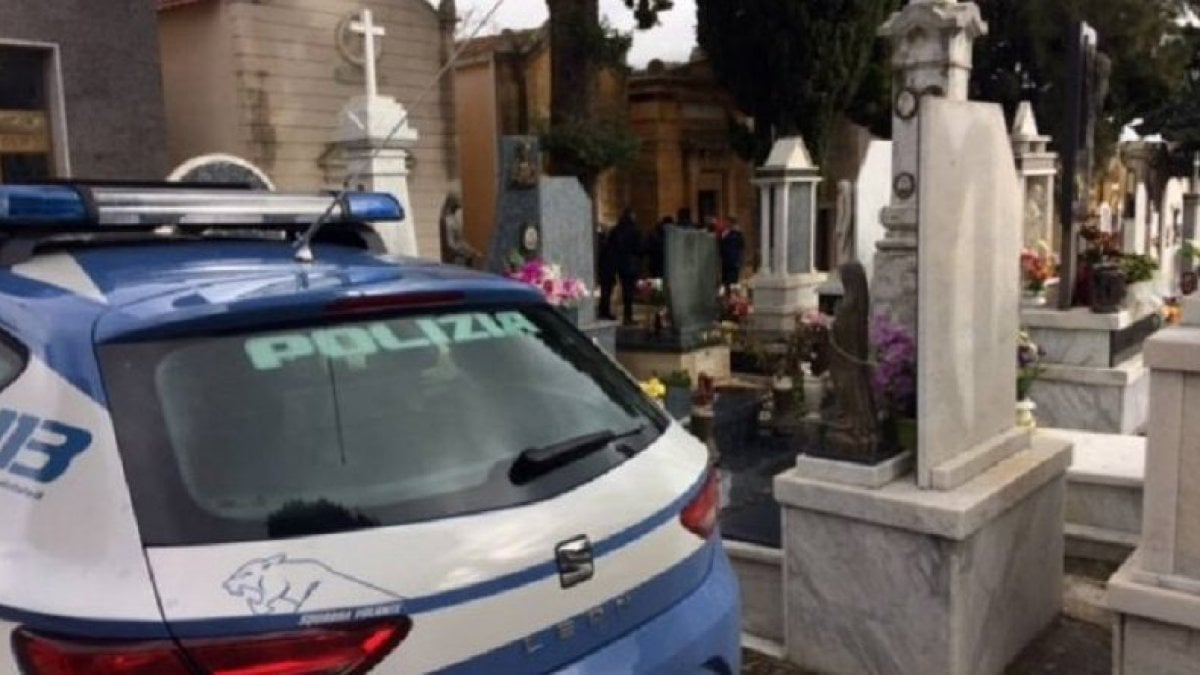 Torino, rissa al funerale per l'eredità: al cimitero arriva la polizia, denunciato il figlio della defunta