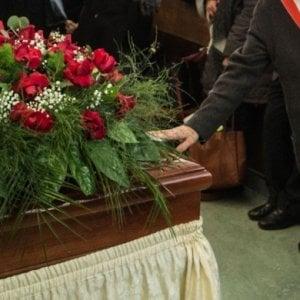 Piemonte, nuove regole per i funerali: sarà possibile portare la bara aperta dall'ospedale a casa