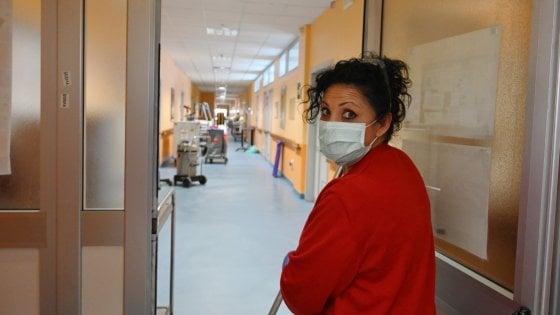 Coronavirus, l'Istituto superiore di Sanità non riesce a smaltire i test: valgono quelli regionali. I contagiati salgono a 144