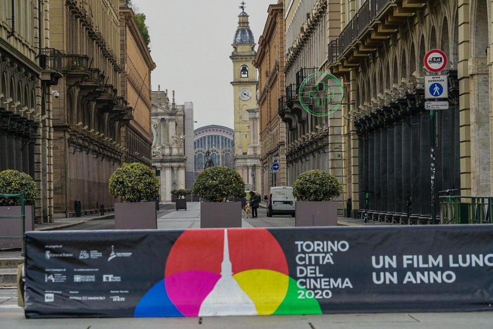 Coronavirus, viaggio per immagini in una Torino (quasi) vuota