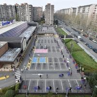Torino: una fila chilometrica per la fare la spesa