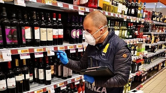 Specula sul coronavirus raddoppiando i prezzi: denunciato gestore di supermercato nel Canavese