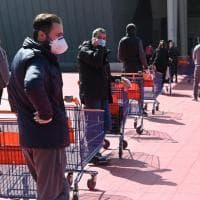Mercati e supermercati, un sabato di code infinite a Torino