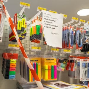 Dopo tre settimane di stop, via libera in Piemonte alla vendita di pennarelli e quaderni