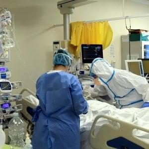 Torino, in ospedale per ll coronavirus ma i medici scoprono un tumore alla faringe: salvato
