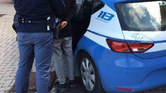 Evade dai domiciliari, in coda al supermercato che aveva rapinato il giorno prima: arrestato