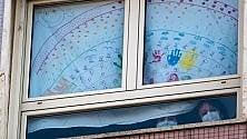 """""""Andrà tutto bene"""":  al Regina Margherita finestre piene di disegni"""