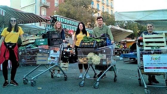 Torino, volontari multati perché distribuiscono cibo a i poveri: poi le scuse dei vigili