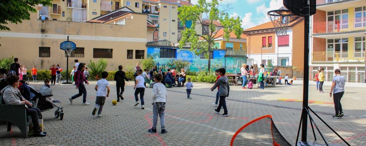 """Coronavirus: """"Apriamo ai bambini i cortili delle scuole"""": parte da Torino l'appello alla ministra"""