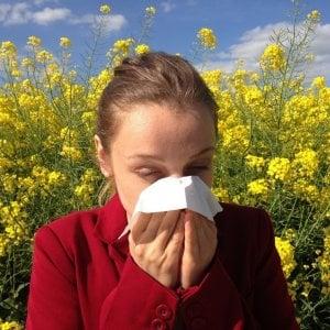 Le mascherine ci difendono anche dalle allergie