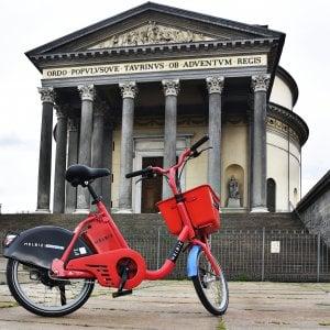 Cinquecento biciclette a pedalata assistita, Helbiz sbarca a Torino con Greta