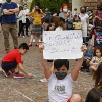 In piazza per chiedere il ritorno a scuola