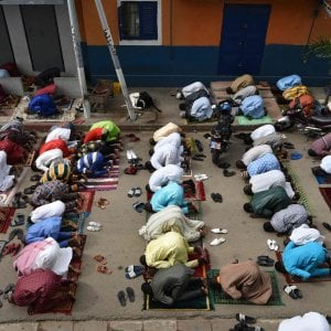 Torino, i musulmani pregano in casa per la fine del Ramadan