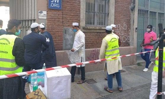 La fine del Ramadan si festeggia a turni nella moschea di via La Salle