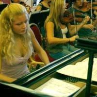 Domodossola, ex bambina prodigio del pianoforte trovata morta in casa
