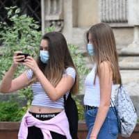 Obbligo di mascherina anche all'aperto, qualche eccezione ma Torino si adegua