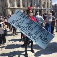 """La protesta di musicisti, attori, registi, tecnici: """"Serve un reddito di continuità"""""""