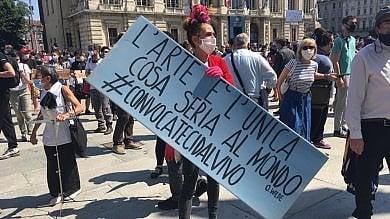 """Il mondo della cultura in piazza Castello:  """"In crisi per il coronavirus, aiutateci""""    Foto"""