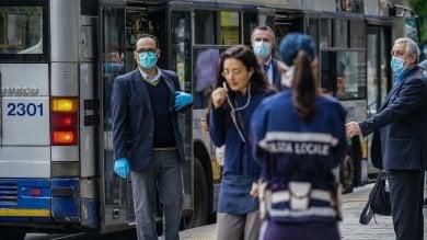 Coniugi senza mascherina aggrediscono guidatrice e danneggiano bus: arrestati