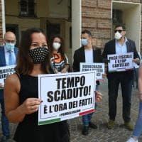 Lega, Fratelli d'Italia e Forza Italia in piazza Castello per protestare