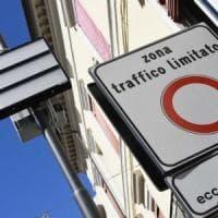 L'auto ibrida riconosce la Ztl e passa all'elettrico: Torino prima città