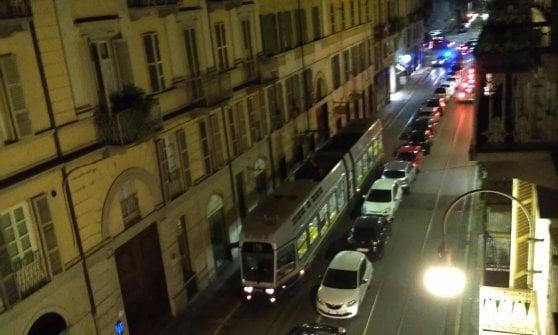Tram bloccati e cori da stadio, la movida di piazza Vittorio (e dintorni) torna a fare polemica