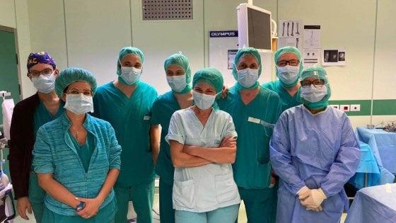 Torino, bambina tornerà a camminare grazie a un donatore di osso: il chiodo nella caviglia crescerà con lei