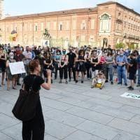 """Torino, il popolo della scuola scende in piazza e """"boccia"""" la ministra"""
