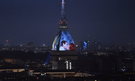 Torino, il Comune al fianco di Ema Stokholma nella battaglia legale per molestie