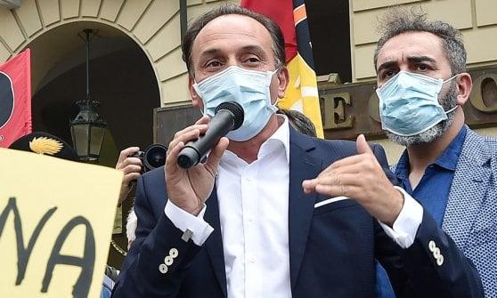 Il Piemonte cancella le distanze solo sui treni: il divieto resta su bus, tram e metrò