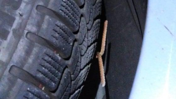 Tav: chiodi in autostrada, forate gomme ai mezzi della polizia che andavano al cantiere di Chiomonte