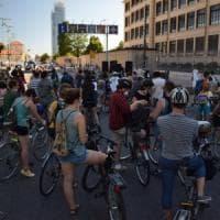 Torino, di nuovo in piazza i ragazzi di Greta con decine di biciclette