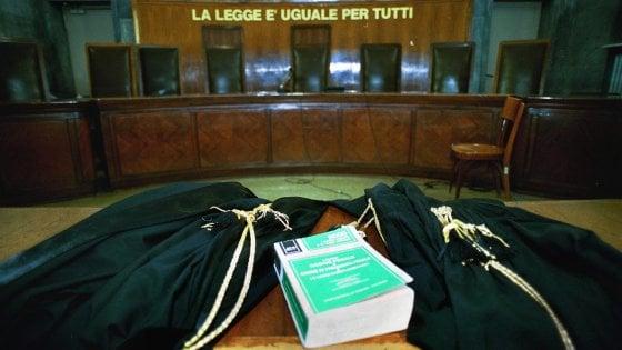 Torino, s'infortuna in aula, l'udienza va avanti: niente clemenza per l'avvocata
