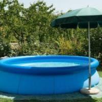 Bimbo di 21 mesi affoga nella piscina gonfiabile nel giardino di casa a