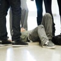 Torino, in trenta accerchiano e rapinano tre minorenni
